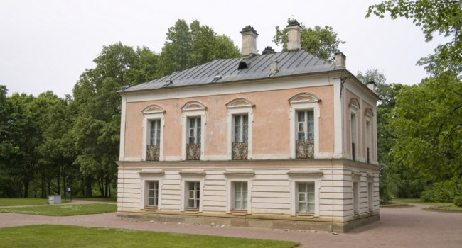 Пригороды Санкт-Петербурга. Дворец Петра III в Ораниенбауме. Palace of Peter III, Oranienbaum, tsar's residence near with St.Petersburg. Фото alexalexl-Deposit