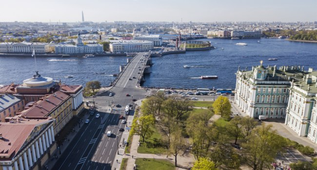 Клуб Павла Аксенова. Россия. Санкт-Петербург. Панорама Дворцового моста. Palace Bridge. St. Petersburg. Russia. Фото jk-spb - Depositphotos