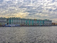 Россия. Санкт-Петербург. Эрмитаж. Winter Palace building housing Hermitage museum reflects in Neva river, Saint-Petersburg, Russia. Фото Igor-SPb - Depositphotos