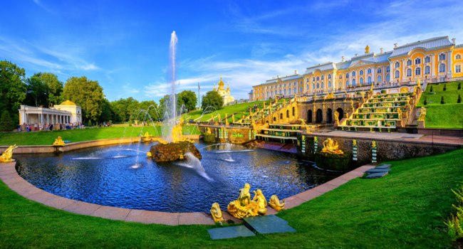 Россия. Санкт-Петербург. Парки и сады Петергофа. Panoramic view of Peterhof Palace, St Petersburg, Russia. Фото Xantana - Depositphotos