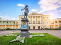 Государственный музей-заповедник Павловск. Monument to Emperor Pavel in front of the Palace in Pavlovsk. Фото yulenochekk - Depositphotos