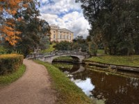 Государственный музей-заповедник Павловск. Pavlovsk Palace in the autumn landscape. Фото yulenochekk - Depositphotos