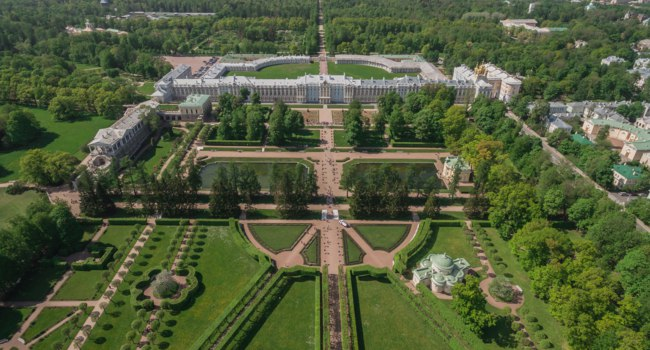 Санкт-Петербург. Царское село (Пушкин). Екатерининский дворец и парк. Aerial view of Catherine palace and Catherine park in Pushkin. Фото a_medvedkov-Depositph