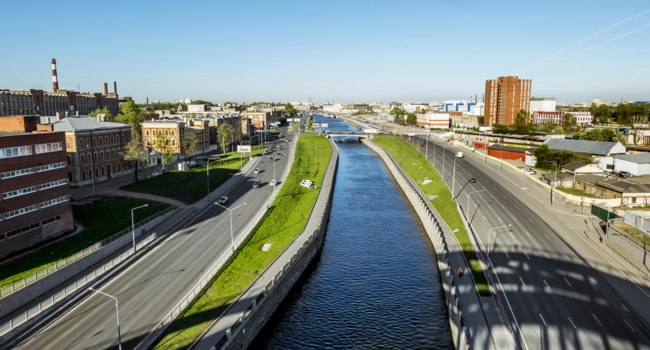 Россия. Санкт-Петербург. Обводный канал. Panorama of Obvodny Canal Embankment. St. Petersburg. Russia. Фото toshket - Depositphotos