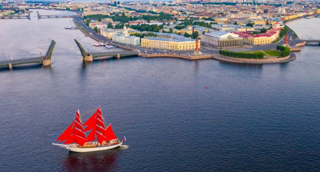 Россия. Санкт-Петербург. Праздник Алые паруса. Scarlet Sails. White Nights in St. Petersburg. Russia. Фото GrinPhoto - Depositphotos