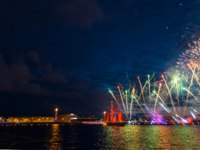 Россия. Санкт-Петербург. Праздник Алые паруса. Miracle night show in St. Petersburg. Colorful fireworks and a ship with scarlet sails. Фото ElizavetaLarionova-Deposit