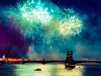 Saint-Petersburg. Russia. Fireworks over the Neva river. Festival Scarlet sails in St. Petersburg. St. Petersburg graduates holiday. Фото GrinPhoto - Depositphotos
