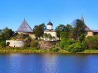 Россия. Ленинградская область. Старая Ладога. Staraya Ladoga fortress. Church of St. George and marquees turrets. Russia. Фото Kokhanchikov - Depositphotos