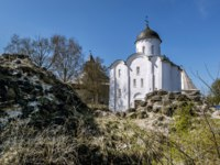 Россия. Старая Ладога. Георгиевская церковь. St. George Church at the fortress in Staraya Ladoga. Russia. Фото toshket - Depositphotos
