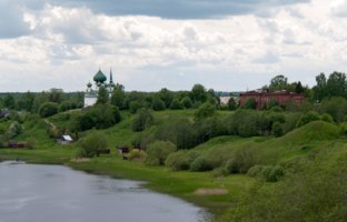 Россия. Ленинградская область. Старая Ладога. The Volkhov river and the village of Staraya Ladoga, Leningrad region, Russia. Фото Tdima - Depositphotos