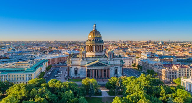 Россия. Санкт-Петербург. Исаакиевский собор. High-rise city panorama with St. Isaac's Cathedral. Фото GrinPhoto - Depositphotos