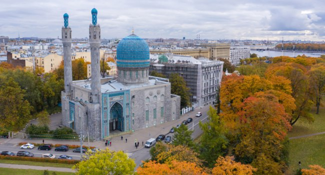 Россия. Санкт-Петербург. Соборная мечеть. View from above of the Cathedral Mosque (shooting from a quadcopter). Saint-Petersburg, Russia. Фото druii-Deposit