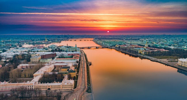 Санкт-Петербург. Университетская набережная. Sunrise panorama of the observation deck and the University embankment. St. Petersburg. Фото GrinPhoto - Deposit