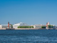 Россия. Санкт-Петербург. View centre St. Petersburg Neva river spit Vasilievsky island Rostral columns exchange building Russia. Фото aleksis15@yandex.ru-Deposit