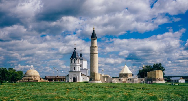 Татарстан. Болгар. Temples of Bolghar Hill Fort. Ruins of Cathedral Mosque with Big Minaret, Eastern and Northern Mausoleum. Фото Vsevolod_@mail.ru - Depo