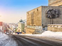 Россия. Татарстан. Казань. Institute of Physics in Kazan on a winter morning and view of the street Astronomical. Фото yulenochekk - Depositphotos