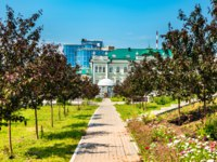 Россия. Татарстан. Казань. Garden at Kazan Federal University in Tatarstan, Russia. Фото Leonid_Andronov - Depositphotos