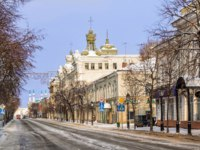 Россия. Татарстан. Казань. Кремлевская улица. On the street Kremlevskaya in the early winter morning and the Kul-Sharif Mosque. Фото yulenochekk-Depositphotos
