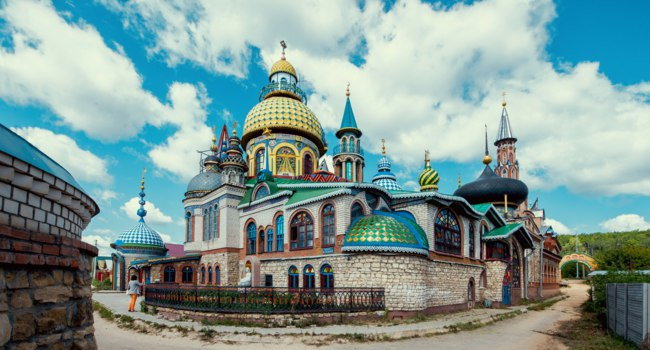 Россия. Татарстан. Казань. Храм всех религий. Temple of all religions in Kazan, Tatarstan republic, Russia. Фото liseykina - Depositphotos