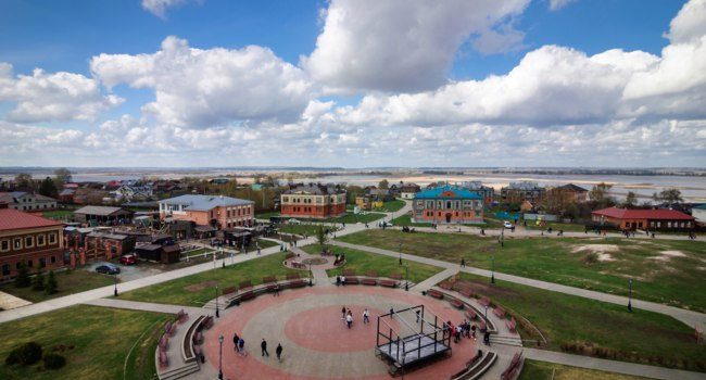 Россия. Татарстан. Свияжск. Рождественская площадь. The city of Sviyazhsk was founded in 1551 by Ivan the Terrible, Russia. Фото delobol - Depositphotos