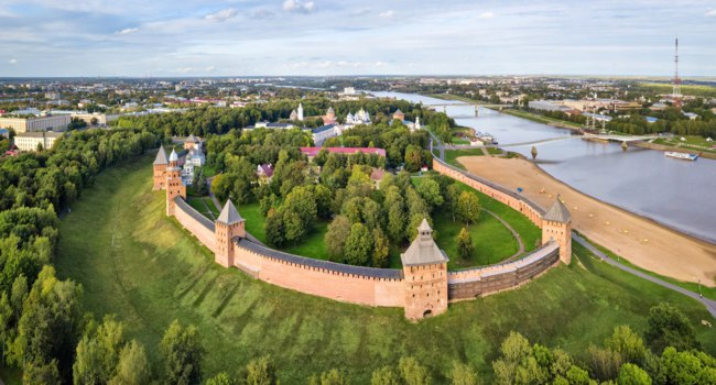 Россия. Панорама Великого Новгорода. Aerial view of kremlin in Veliky Novgord, Russia. Фото bbsferrari - Depositphotos