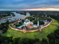 Россия. Панорама Великого Новгорода. Aerial view of Veliky Novgorod kremlin at dusk, Russia. Фото bbsferrari - Depositphotos