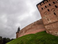 Великий Новгород. Новгородский детинец. Exterior view of medieval fortress wall made of red brick with small towers, Velikiy Novgorod. Фото asokolov160585 - Deposit