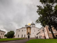 Россия. Великий Новгород. Софийский собор. Beautiful view of cathedral exterior under overcast, Velikiy Novgorod. Фото asokolov160585 - Depositphotos