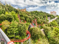 Испания. Каталония. Барселона. Rollercoaster attraction at Tibidabo Amusement Park, Barcelona, Catalonia, Spain. Фото marcorubino - Depositphotos