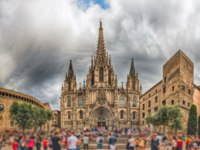 Испания. Каталония. Барселона. Panoramic view with facade of the Barcelona Cathedral, Catalonia, Spain. Фото marcorubino - Depositphotos