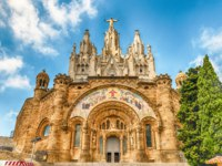 Испания. Каталония. Барселона. Church of the Sacred Heart, Tibidabo mountain, Barcelona, Catalonia, Spain. Фото marcorubino - Depositphotos