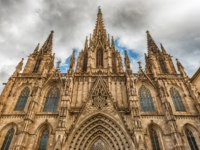 Испания. Каталония. Барселона. Scenic facade of the Barcelona Cathedral, Catalonia, Spain. Фото marcorubino - Depositphotos