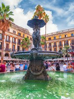 Испания. Каталония. Барселона. Scenic fountain in Placa Reial, Barcelona, Catalonia, Spain. Фото marcorubino - Depositphotos