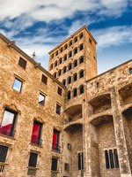 Испания. Каталония. Барселона. King's Martin Watchtower, landmark in Gothic Quarter, Barcelona, Catalonia, Spain. Фото marcorubino - Depositphotos