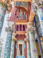Испания. Каталония. Барселона. Interior decorations, Palau de la Musica Catalana, Barcelona, Catalonia, Spain. Фото marcorubino - Depositphotos