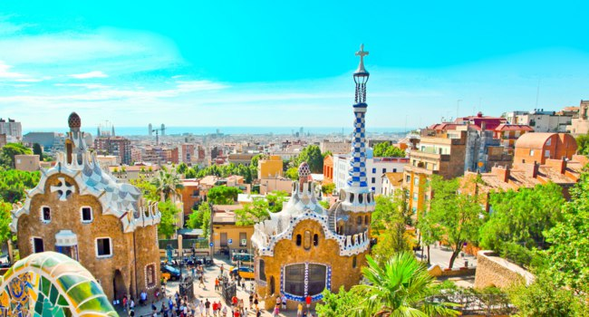 Барселона - город Гауди. Парк Гуэль. Park Guell is the famous park designed by Antoni Gaudi. Фото Vladitto - Depositphotos