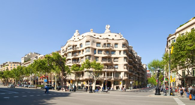 Испания. Барселона. Ла Педрера (арх. А.Гауди). View of Barcelona, Spain. Casa Mila. Фото Iakov FilimonovDepositphotos