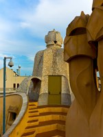 Испания. Барселона. Ла Педрера (арх. А.Гауди). Barcelona roof of casa mila. Фото Роман Бабакин - Depositphotos