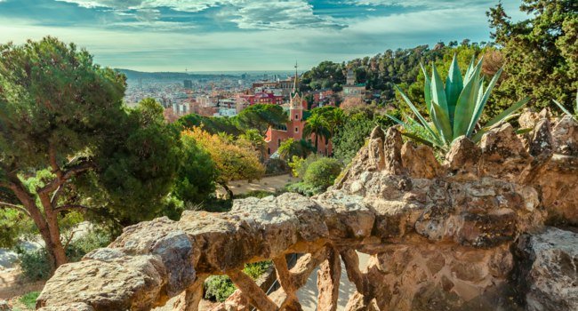 Испания. Барселона - город Гауди. Парк Гуэль. Top view to Park Guell in Barcelona, Spain. Фото Ramanauz - Depositphotos