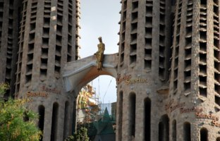 Барселона. Храм Святого Семейства (арх. А.Гауди). Sagrada Familia. Barcelona, Spain. Фото 3509990_clashot - Depositphotos