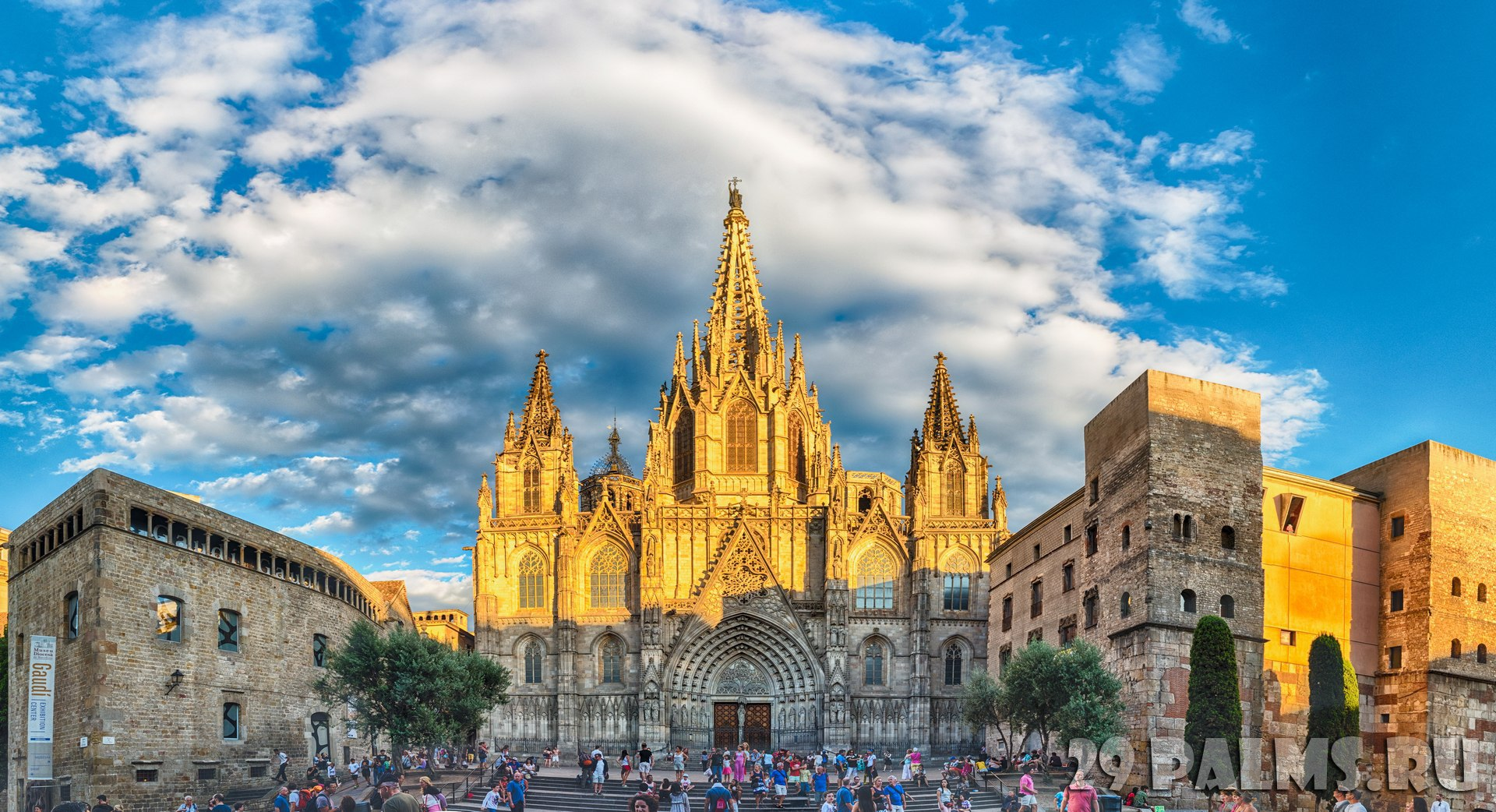 Испания. Барселона. Готический квартал. Panoramic view of Barcelona Cathedral, Catalonia, Spain. Фото marcorubino - Depositphotos
