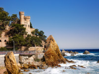 Испания. Каталония. Коста-Брава. Ллорет-де-Мар. Castle Sant Joan in Costa Brava, Lloret De Mar, Catalonia, Spain. Фото Sergej Borzov Depositphotos