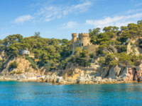 Испания. Каталония. Коста-Брава. Ллорет-де-Мар. Castle Sant Joan in Costa Brava, Lloret De Mar, Catalonia, Spain. Фото Bareta - Depositphotos
