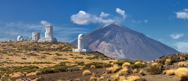 Испания. Канарские острова. Тенерифе. Panorama of the Teide Observatory in front of volcano Teide (Tenerife, Canary Islands). Фото hdamke - Depositp