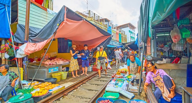 Maeklong Railway Market is popular among the tourists, visiting it to see the riding train and make some shopping in exotic place in Maeklong. Фото efesenko - Deposit