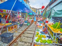 Maeklong Railway Market (Talad Rom Hoop) boasts wide range of fresh fruits, vegetables, local foods, snacks and souvenirs in Maeklong. Фото efesenko - Deposit