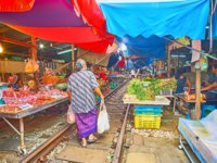 Таиланд. Бангкок. Ж.д. рынок Меклонг. The rows of grocery stalls of Maeklong Railway Market located around the railroad in Maeklong. Фото efesenko - Deposit