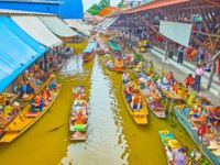 Damnoen Saduak floating market is extremely popular tourist place with many canals, boats, unique atmosphere, local goods, tasty Thai foods. Фото efesenko-Deposit