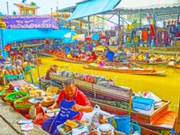 The sampans float under the bridge through the narrow canal of Ton Khem floating market with many small food stalls in Damnoen Saduak. Фото efesenko-Deposit