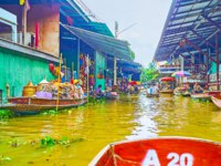 Enjoy the sampan tour along authentic Ton Khem floating market, famous for the maze of narrow canals and numerous stalls in Damnoen Saduak. Фото efesenko-Deposit